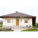 Da, poți trăi simplu și frumos! Într-o minune de casă din chirpici la Ciolpani, lângă București